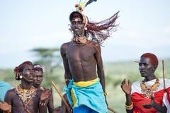 Молодой человек Samburu танцев стоковое фото rf