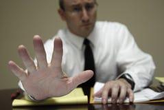 Молодой юрист юриста на переговорах бизнесмена стола Стоковые Фотографии RF