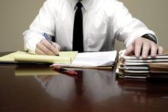 Молодой юрист юриста на переговорах бизнесмена стола Стоковые Изображения RF