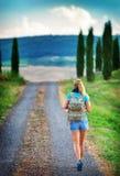 Молодой backpacker путешествуя вдоль Европы Стоковое Изображение RF