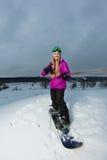 Молодой snowboarder снимая selfie ее камерой действия Стоковые Фотографии RF