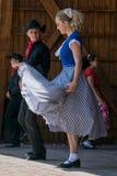 Молодости от Калифорнии показывают специфический народный танец 3 Стоковые Фото