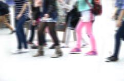 Молодость/дети ног одели цветастое стоковая фотография rf