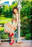 Молодые американские отсытствия вы с белой розой, сиротливой на центральном PA Стоковая Фотография