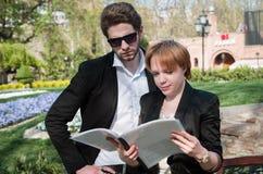 Молодые бизнесмен и женщина стоковые фото