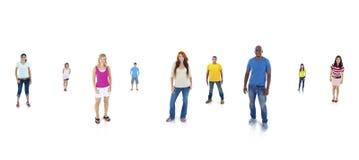 Молодые взрослые стоя с белой предпосылкой стоковые изображения