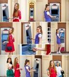 Молодые женщины брюнет разделяя деньги от кредитной карточки на ATM Стоковые Фотографии RF