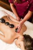 Горячая каменная терапия массажа Стоковые Изображения