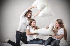Молодые женщины имея потеху Стоковое фото RF