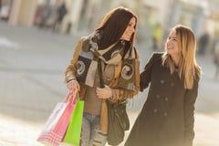 Молодые женщины на улице Стоковые Фото