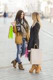 Молодые женщины на улице Стоковые Фотографии RF