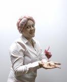 Молодые женщины одели в пинке, воюя снова рак молочной железы Стоковое Изображение RF