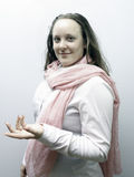 Молодые женщины одели в пинке, воюя снова рак молочной железы Стоковые Изображения