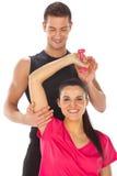 Женщина при ее личный тренер пригодности работая с весами Стоковые Фотографии RF