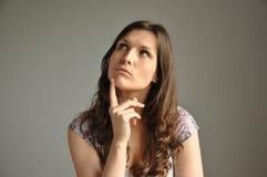 Молодые женщины думают о что-то важном Стоковое Изображение RF