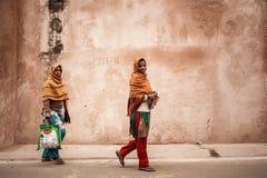Молодые индийские женщины на улице Стоковое Изображение