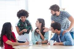 Молодые коллеги на встреча на офисе Стоковые Фотографии RF