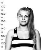 Молодые красивые белокурые фотографии преступника женщины черная белизна Стоковая Фотография RF
