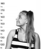 Молодые красивые белокурые фотографии преступника женщины черная белизна Стоковые Изображения RF