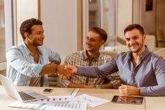 Молодые красивые бизнесмены coworking Стоковое Изображение RF