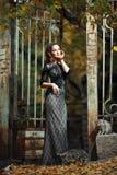 Молодые красивые взгляды модели женщины стоковое изображение rf