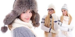 Молодые красивые женщины в одеждах зимы изолированных на белизне Стоковое Изображение RF