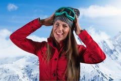 Молодые красивые женщины на горе снега Стоковые Изображения RF