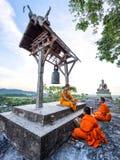 Молодые монахи послушника уча Стоковые Фотографии RF