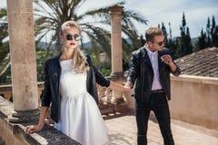 Молодые модные пары связанный вектор Валентайн иллюстрации s 2 сердец дня Любовь венчание Стоковая Фотография