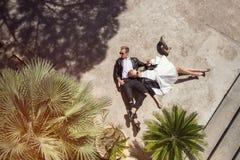 Молодые модные пары связанный вектор Валентайн иллюстрации s 2 сердец дня Любовь венчание Стоковые Фотографии RF