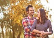 Молодые пары в влюбленности Стоковое Изображение RF