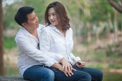 Молодые пары в влюбленности стоковое изображение