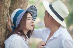 Молодые пары в влюбленности стоковая фотография