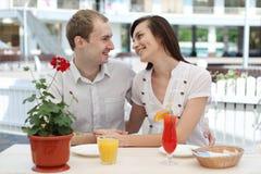 Молодые пары в кафе Стоковое фото RF