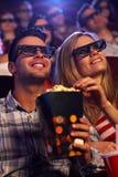 Молодые пары в кино 3D Стоковые Изображения