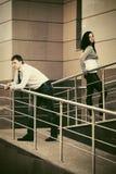 Молодые пары в конфликте на улице города Стоковое Изображение