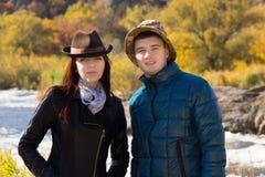 Молодые пары в моде осени стоковые изображения rf