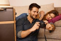 Молодые пары на празднике Стоковое фото RF