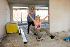 Молодые пары на строительной площадке Стоковое фото RF