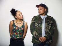 Молодые пары смотря один другого с ориентацией Стоковая Фотография