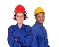 Молодые пары с безопасностью работников одежды на работе стоковые фотографии rf