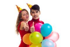 Молодые пары с воздушными шарами Стоковые Фото
