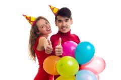 Молодые пары с воздушными шарами Стоковое Изображение