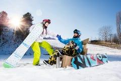 Молодые пары snowboarders Стоковые Изображения RF