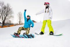 Молодые пары snowboarders Стоковые Изображения