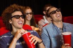 Молодые друзья смотря фильм 3d Стоковые Изображения RF