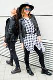 Молодые современные девушки на улице Стоковая Фотография