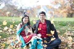 Молодые счастливые индийские пары Стоковое Изображение RF