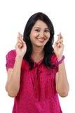Молодые счастливые пальцы скрещивания женщины Стоковые Фотографии RF