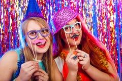 Молодые славные девушки имеют потеху Стоковое Изображение